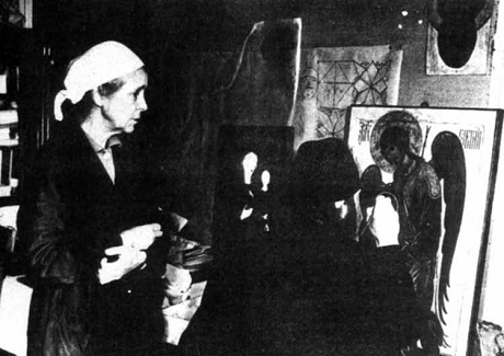 Мария Николаевна наблюдает за работой своего ученика, будущего епископа Алипия