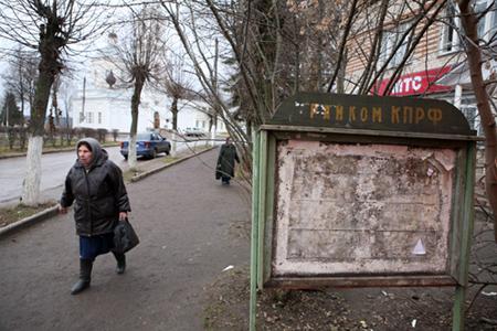 Улица Тарусы. Уровень агрессии в провинции, считает доктор Осипов, гораздо меньше, чем в Москве. В Москве все друг другу мешают, здесь этого нет.