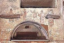 На фото: римские катакомбы св. Каллиста, где укрывались первохристиане