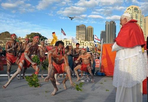Папа Римский Бенедикт XVI осматривает достопримечательности Сиднея во время визита в Австралию, июль 2008