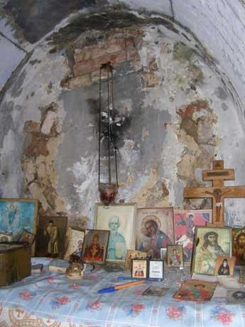 стены старинного храма