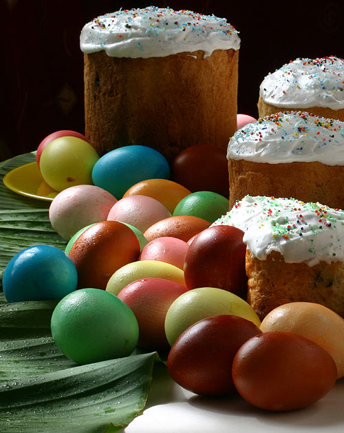 Пасха пасхальные яйца и булочки с